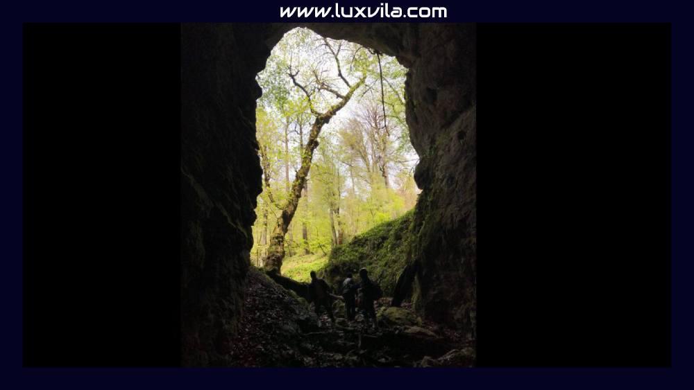 غار آویشو مقصد طبیعتگردی